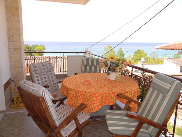 Cutest Sea Front holiday house! - Siviri - Appartement