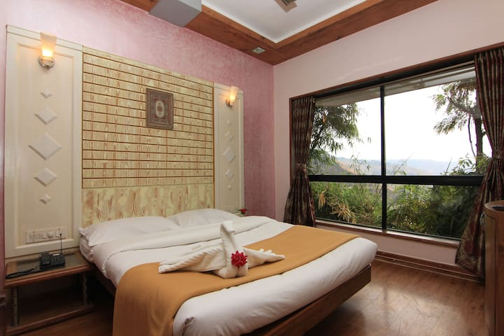Valley Facing couple room in serene Panchgani
