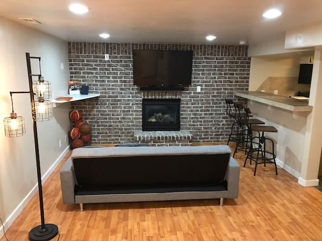 Beautiful Spacious Basement in Midvale, Sleeps 4