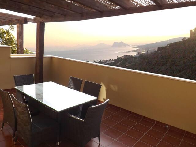 Bright Apartment with stunning view - Manilva - Leilighet