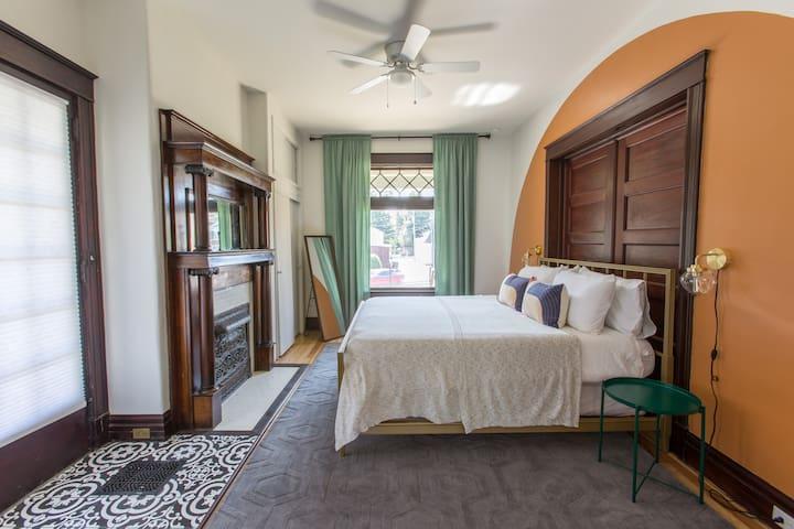 Bedroom with king size memory foam mattress.