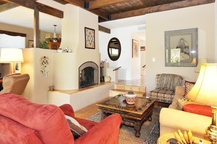 Casa Ramona: Santa Fe Style, Great Yard, Pets ok!