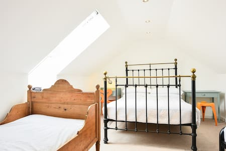 Loft room with private shower & WC - Saltdean