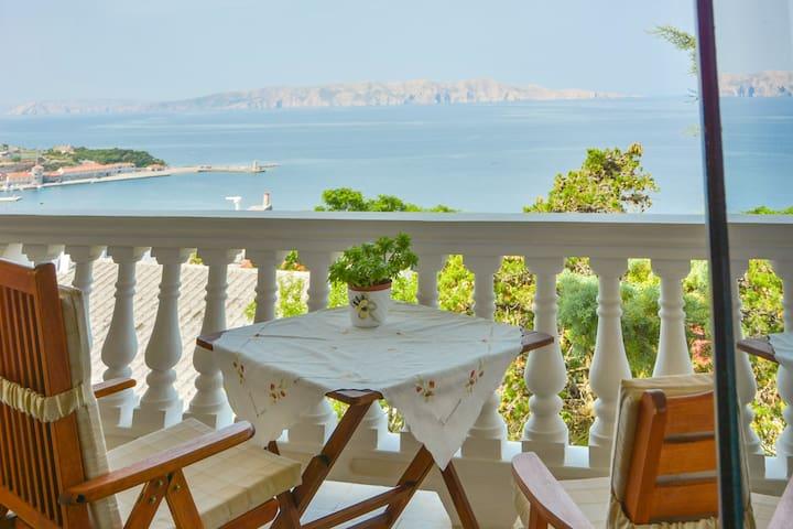 APARTMAN  s prekrasnim pogledom na more   i  otoke