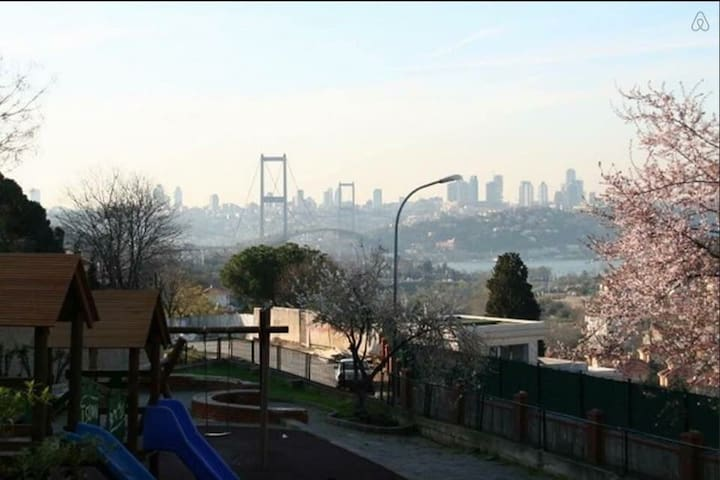 2 rooms for rent in unique location of Istanbul!