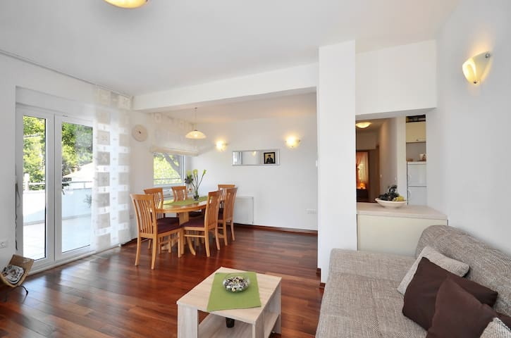 Modern apartment with great view - Mimice - Apartment