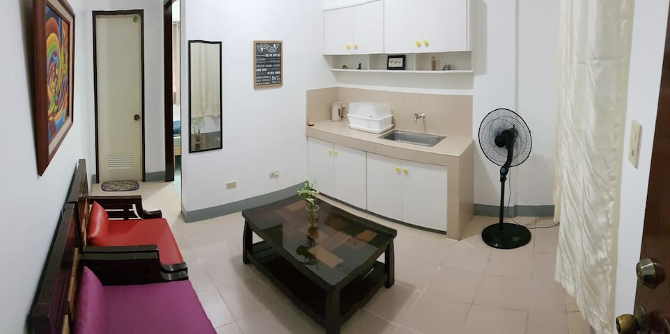 Comfy Apartment w/ 35Mbps WiFi-15 min walk to BGC