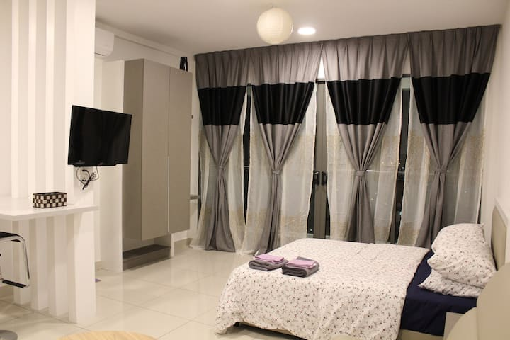 Bangi Suite* Free Wifi, Netflix & Airport taxi***