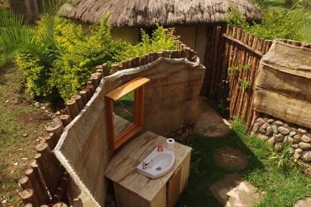 3 Rustic huts with outdoor bathroom