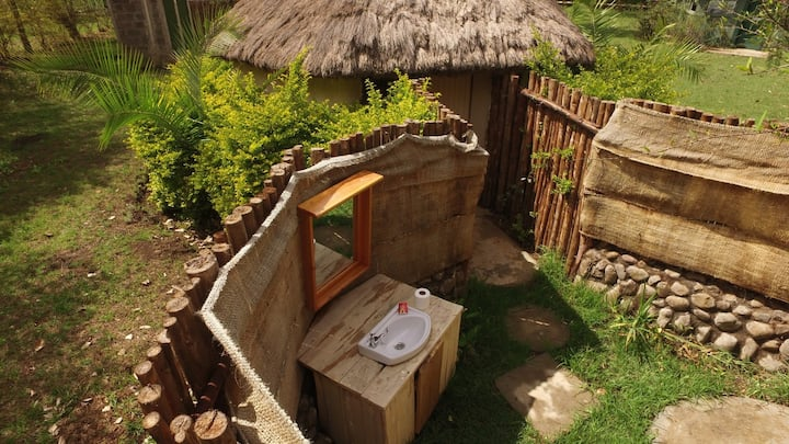 3 Rustic huts with outdoor bathroom