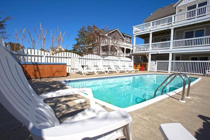 6095 Blessed * 4 Min Walk to Beach * Pool * Hot Tub * Pool Table