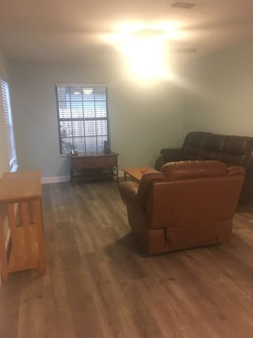 Newly renovated 3/2 home ready for guests