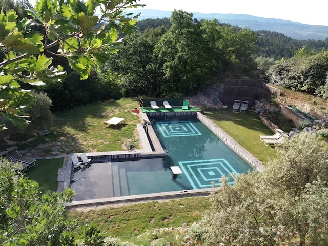 Charming B&B room VOYAGE in Roussillon, Luberon