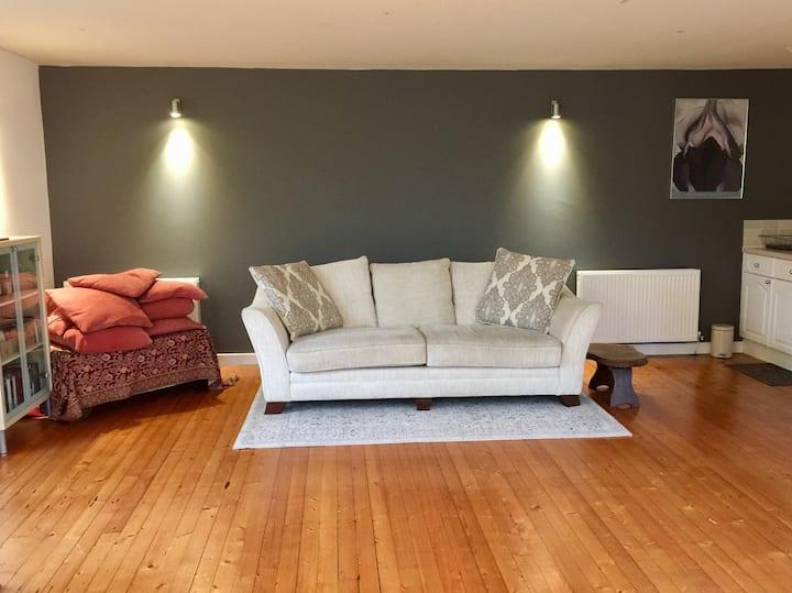 Spacious Studio apartment near Blackness Castle