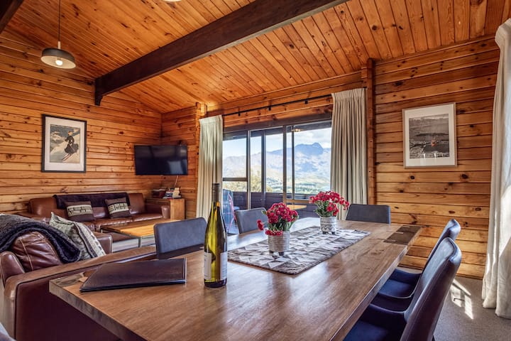 Mountain Goat Lodge - Great Views! Close to town!