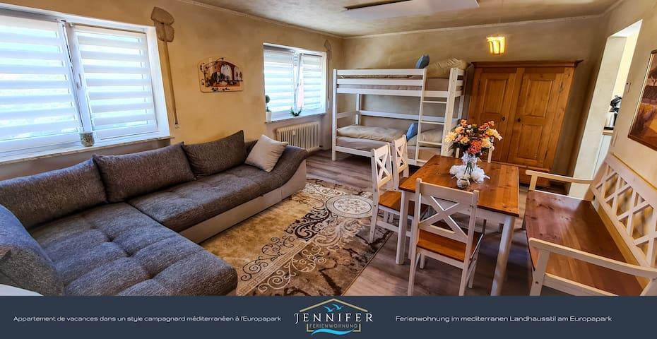 Wohnzimmer mit Schlafbereich, Schlafcouch für 2 Personen und Etagenbett.
