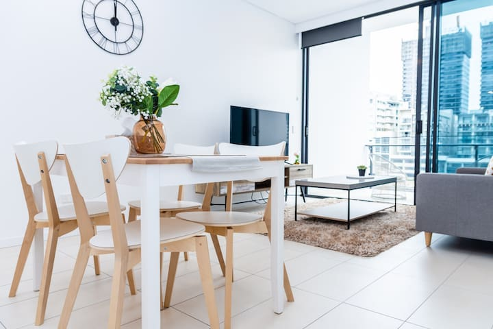 Immaculate Stylish 2BR@Southbank|Pool+Gym+Parking