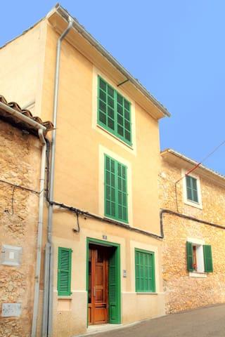 Casa Caimari - D.G. TURISMO. NºETV/ 4975