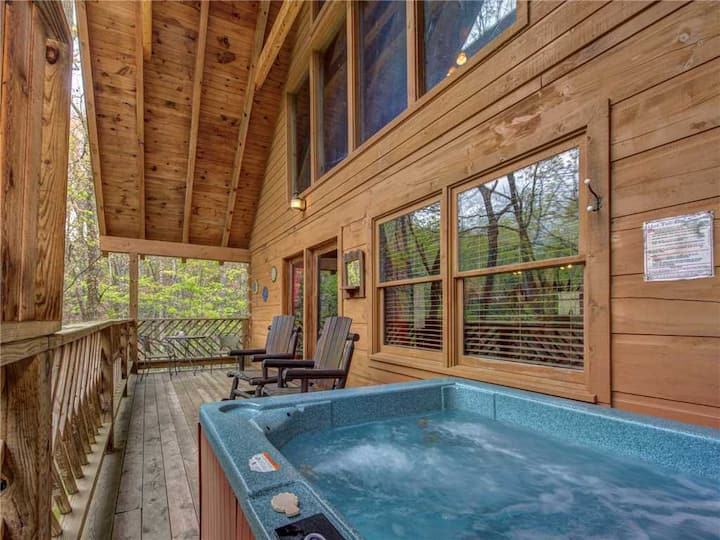 Above Ole Smoky's Clouds, 1 Bedroom, Hot Tub, WiFI, Pets, Sleeps 4