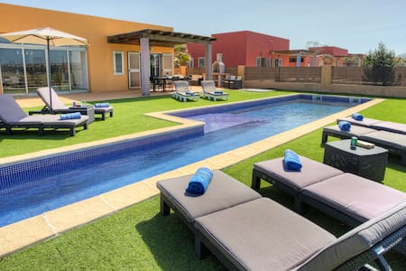 NEW!Pool,MiniGolf & Direct Golf Course/Ocean views - Antigua