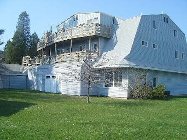 Huge Family Friendly Vacation home w/ Beach Access - Benton Harbor - House