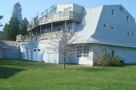 Huge Family Friendly Vacation home w/ Beach Access - Benton Harbor - Dom