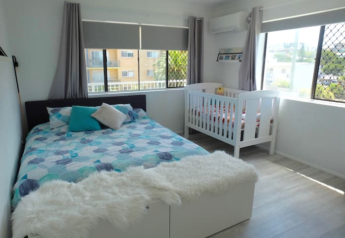King Bed and Cot