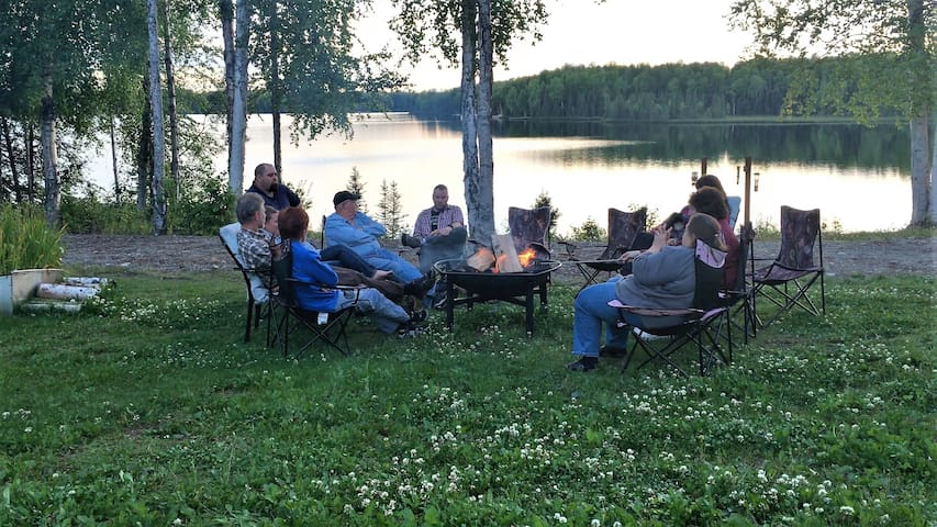 Backcountry B&B Quiet Lakefront!The Susitna Room