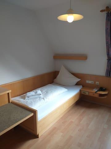 """Gasthof """"Zur Sonne"""" (Jettingen-Scheppach), Einzelzimmer (18qm) mit Fernseher und kostenfreiem WLAN"""