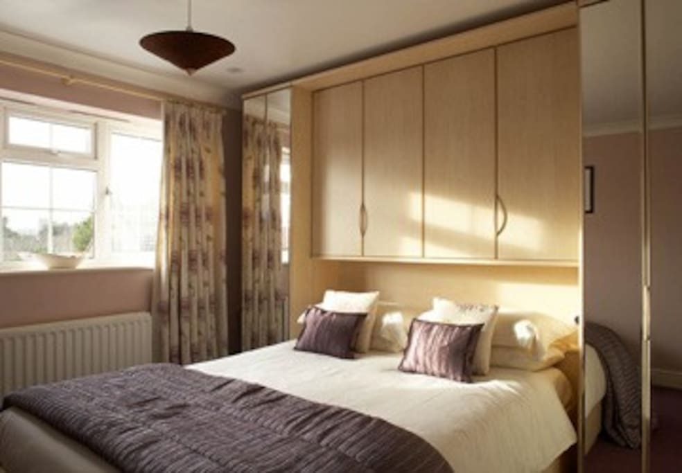 King size bed with small en-suite shower room