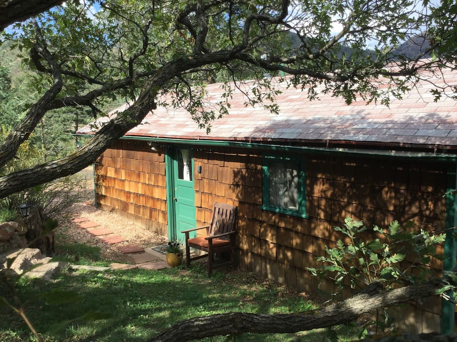 Exterior of Uneda Cabin