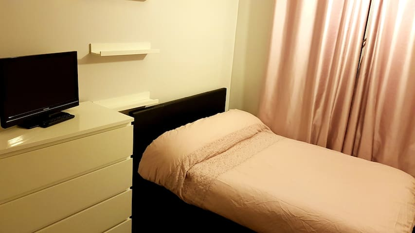 Large Double Room in Kennington -Zone 2