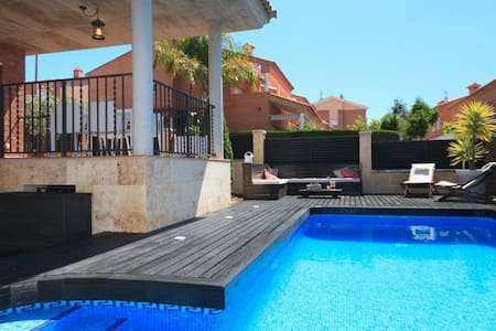 Habitaciones dobles casa con piscina - Altafulla