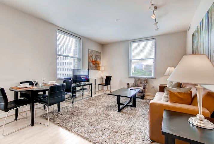 Plush 2 Bedroom near Famous Monuments in D.C!