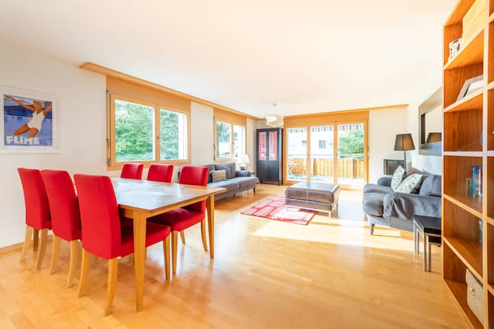 Bright 2 bedroom apartment in the middle of Flims! (Casa Prau Curtgin 11)