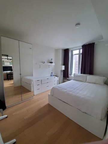 Peaceful Apartment in Luxury Condo with Gym & BBQ