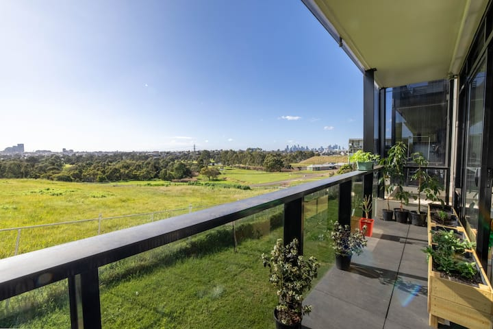 Lovely, quaint Maribyrnong home with a view