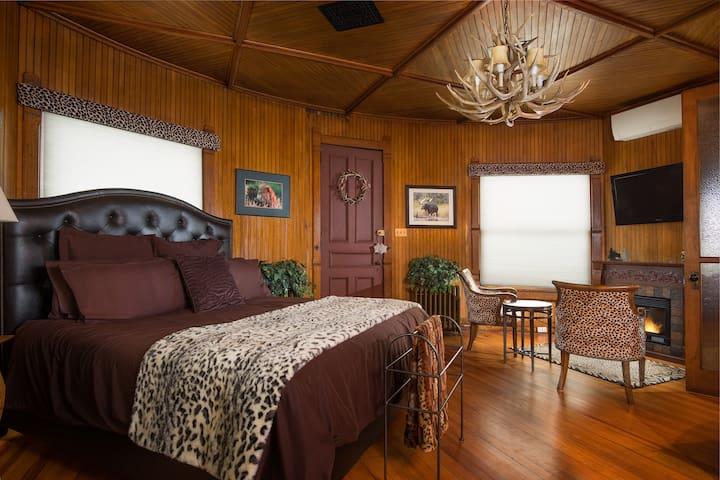 Trophy Room - Reynolds Mansion