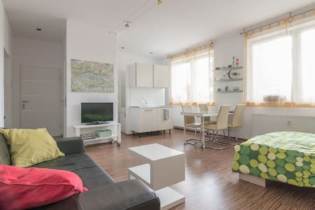 Sunny loft appartment between center and lake - Klagenfurt am Wörthersee - Byt