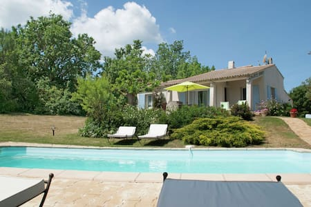 Provencal villa with heated private pool and panoramic views, 2 km from village