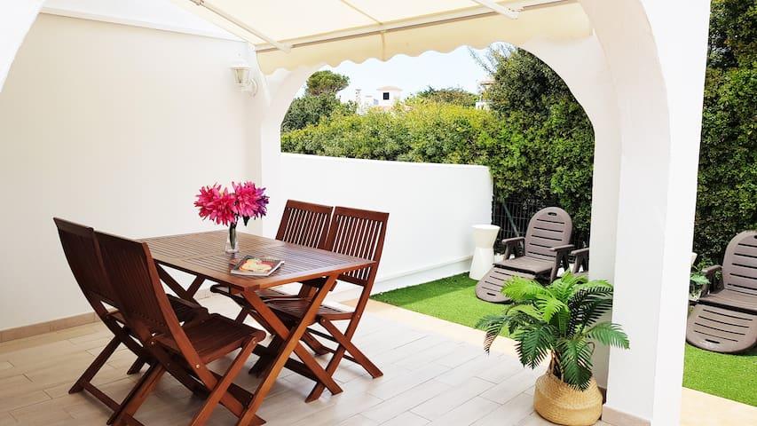 Apartamento dúplex con jardín y terraza