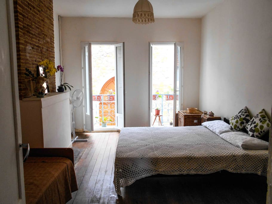 Lovely bedroom with a great balcony and view in a friendly home