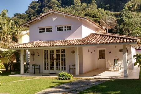 casa em condomínio c/ piscina e ar - São Sebastião