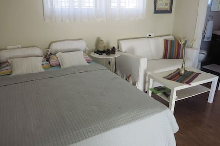 The Homely B&B suite in Zihron Yaakov - Szoba reggelivel