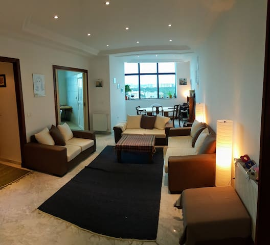 Clean, Bright & Perfect for Business or Vacation - Tunis - Condominium