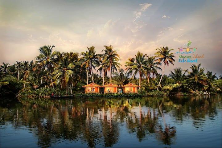 Munroe Island Lake Resort-Deluxe Cottage 2