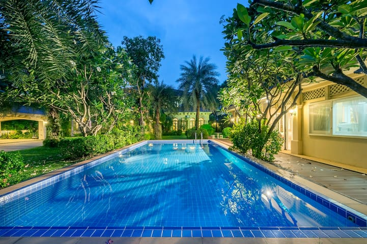 Luxury 7 Bed Room Swimming Pool near Sathorn road - Banguecoque - Casa