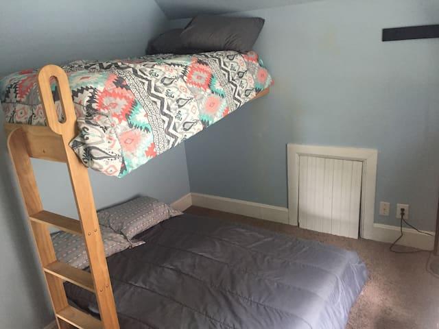 Bunk bed guest room