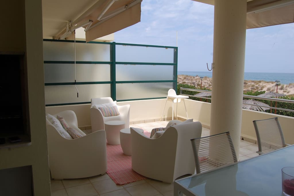 Gran terraza con vistas a la playa - Big terrace in front of the sea