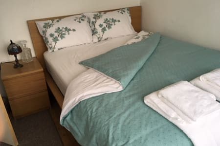 Double Private Bedroom in Town Centre Canterbury